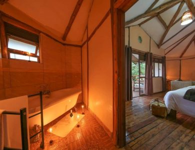 Gorilla Safari Lodge - Bathroom