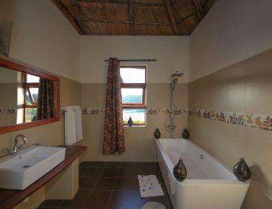 Crater Safari Lodge - Bathroom
