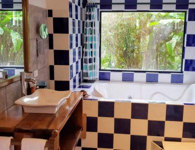 Las Terrazas Lodge - Bathroom with hot tub