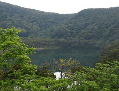 Miyakejima Hotel crater-lake