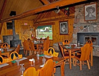 Pahaska Tepee Resort dining-area