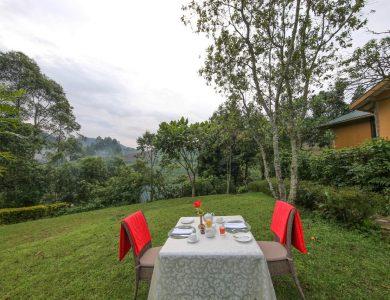 Gorilla Safari Lodge - Dining outside