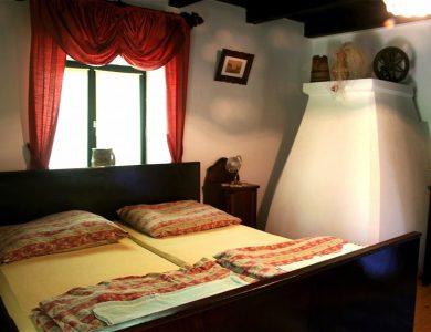 Golden Oriole Room