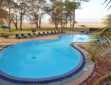 Ol Tukai Lodge dining swimming-pool
